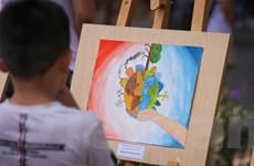 Học sinh Marie Curie triển lãm tranh kêu gọi bảo vệ môi trường