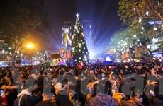 [Photo] Phố phường Hà Nội rực rỡ trong đêm Giáng sinh