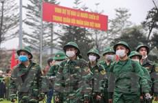 Tân binh Thủ đô đeo khẩu trang lên đường nhập ngũ