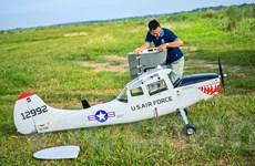 [Photo] Thú chơi máy bay mô hình khổng lồ tại Thủ đô Hà Nội