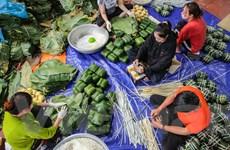 Làng nghề gói bánh chưng lớn nhất Hà Nội tất bật đón tết Tân Sửu