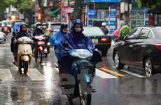 Người dân Hà Nội bắt đầu đón đợt không khí lạnh đầu tiên trong năm