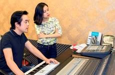 """Nhạc sỹ Dương Khắc Linh """"kèm cặp"""" Hoàng Quyên hát nhạc Cách mạng"""