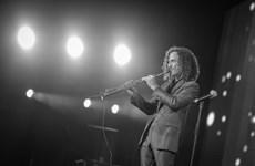[Photo] Huyền thoại Saxophone Kenny G khiến khán giả ngây ngất
