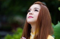 """Cháu gái Kim Tiểu Long ra mắt MV Phật giáo """"Mẹ Quan âm lắng nghe"""""""