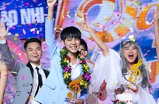 """Cao Bá Hưng đăng quang """"Sing My Song"""" mùa đầu tiên"""
