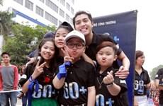 """Noo Phước Thịnh nhảy flashmob khởi động """"Giờ trái đất 2017"""""""