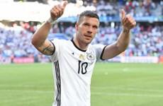 """""""Tschö, Poldi!"""" - Tạm biệt Hoàng tử của Die Mannschaft"""