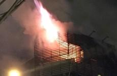 Hà Nội: Cháy lớn tại công ty bán rèm ở số 136 Trần Duy Hưng