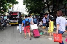 Hình ảnh dòng người đổ về Thủ đô Hà Nội tăng sau kỳ nghỉ lễ