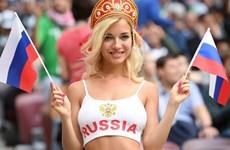"""[Video] """"Đỏ mặt"""" với nữ cổ động viên xinh đẹp của đội tuyển Nga"""