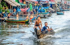 Campuchia: Khánh thành lớp học nổi cho con em Việt kiều