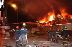Cháy lớn ở nhà máy Nhựa và chợ Gạo tại thành phố Hưng Yên