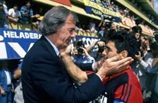 """[Video] Bóng đá qua lăng kính """"sư phụ"""" của Diego Maradona"""