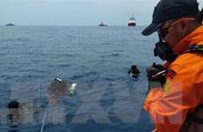 Indonesia: Tìm thấy bộ phận hạ cánh của máy bay rơi xuống biển