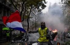 """Đụng độ giữa người biểu tình """"Áo vàng"""" và cảnh sát tại Paris"""