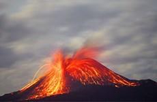 [Video] Cận cảnh núi lửa Krakatoa ở Indonesia phun trào gây sóng thần