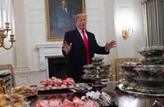 [Video] Tổng thống Mỹ chiêu đãi tiệc bằng...đồ ăn nhanh