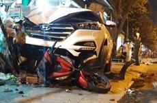 Bình Dương: Ôtô mất lái gây tai nạn liên hoàn khiến 2 người bị thương