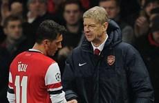 Wenger thừa nhận Arsenal gia hạn hợp đồng với Ozil là sai lầm