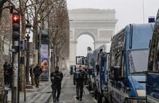 """Pháp điều động cả xe bọc thép để ngăn người biểu tình """"Áo vàng"""""""