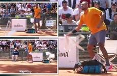 [Video] Nick Kyrgios mắng cổ động viên, ném ghế rồi bỏ thi đấu