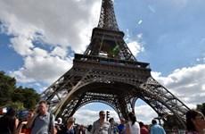"""Ngành du lịch Pháp """"hốt bạc"""" bất chấp phong trào """"Áo vàng"""""""