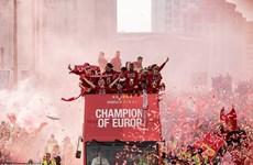 Thành phố Liverpool chìm sắc đỏ mừng chiến thắng Champions League