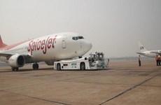Ấn Độ: Máy bay hạ cánh thành công dù gặp sự cố nổ lốp