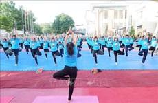 [Video] Lan tỏa thông điệp tốt đẹp qua đồng diễn Yoga tại Việt Nam