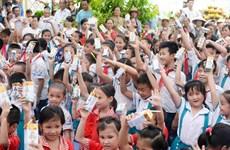 Quỹ Sữa Vươn Cao Việt Nam tặng 70.000 ly sữa cho trẻ em Thái Nguyên