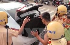 Bình Dương: Tạm giữ tài xế vượt đèn đỏ và dương tính với chất ma túy