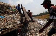 """Choáng ngợp với cảnh rác thải nhựa tràn ngập tại """"làng tái chế"""""""