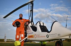 [Video] Người đầu tiên lái gyrocopter bay vòng quanh thế giới