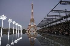 [Video] Show thời trang của Yves Saint Laurent tại chân tháp Eiffel