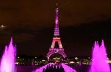[Video] Chiếu sáng tháp Eiffel nhằm hưởng ứng tháng chống ung thư vú