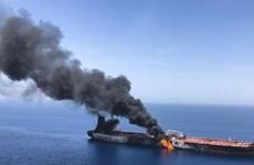 Khả năng tàu chở dầu của Iran cháy do bị tên lửa tấn công