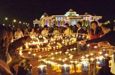 [Video] Phật tử Myanmar đổ tới Chùa Vàng dự lễ hội ánh sáng Thadingyut