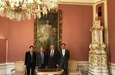 Đại sứ Lê Dũng làm việc với Tổng Giám đốc IIASA Albert van Jaarsveld