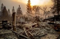 [Video] Mỹ: Đống tro tàn một năm sau cháy rừng tại bang California