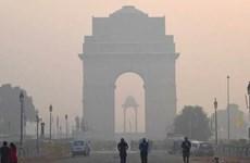 [Video] Ấn Độ: Khói bụi 'thiêu đốt' đôi mắt tại thủ đô Delhi