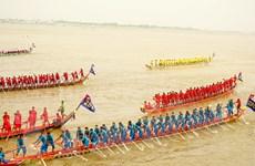 [Photo] Cuộc đua thuyền rực rỡ trước Hoàng cung Campuchia