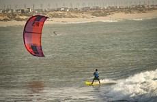 [Video] Lướt sóng và nhảy dù ở khu vực tranh chấp Tây Sahara