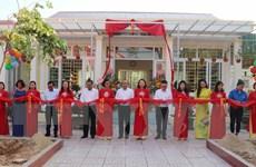 [Photo] Trao tặng Thư viện xanh và tủ sách Đinh Hữu Dư ở Nghệ An
