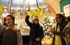 [Video] Người biểu tình 'Áo vàng' chiếm một trung tâm thương mại