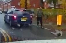 [Video] Khoảnh khắc em bé thoát chết sau khi rơi ra từ xe ôtô