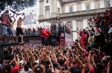 [Video] Cổ động viên Flamengo 'nhuộm đỏ' thành phố Rio de Janeiro