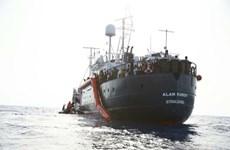 Italy cấp phép cập cảng cho 2 tàu cứu hộ chở hơn 100 người di cư