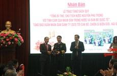 Trao tặng sách quý về Tổng Bí thư, Chủ tịch nước Nguyễn Phú Trọng