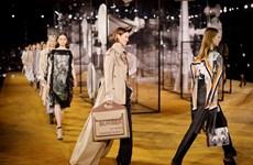 Tuần lễ thời trang London quy tụ nhiều thương hiệu bất chấp dịch bệnh